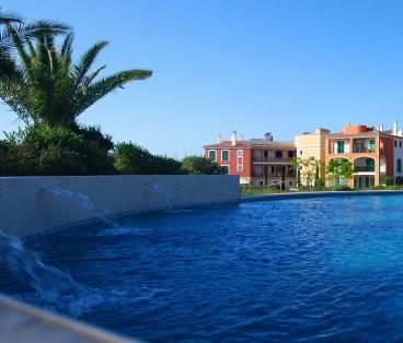 (EDIF 5-6) Apartamento con 3 habitaciones, porche, solarium y jardín trasero en Portocolom