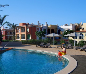 (Building 5&6) 3 bedroom apartment, porche, garden and backyard in Portocolom